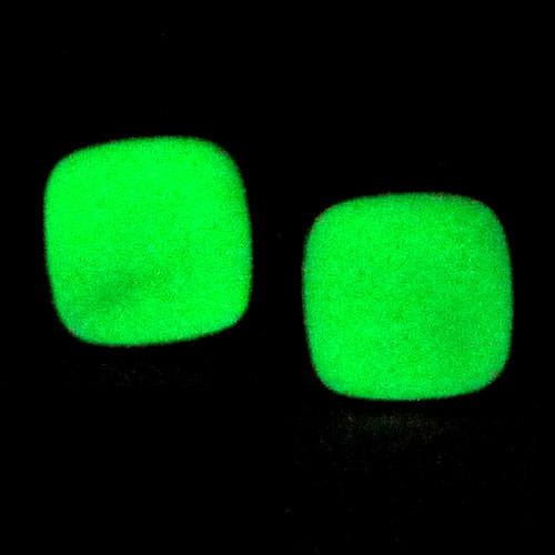 Svítící naušnice - čtverec oblý kolík