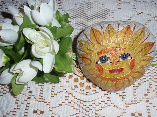 Malovaný kámen-svítivé jarní sluníčko