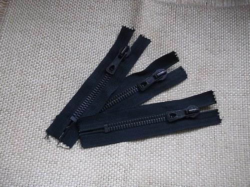 Černý silný zip 11 cm (16cm)