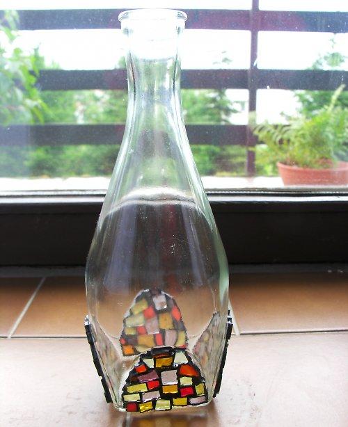 Karafa na víno se skleněnou mozaikou
