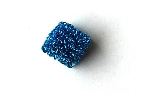 kostička z drátku- sv.modrá