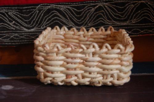 Malý košík z kukuřičného šustí