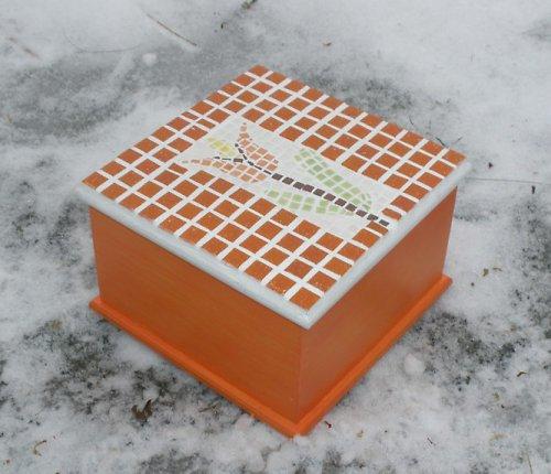 Dřevěná mozaiková krabička tulipán