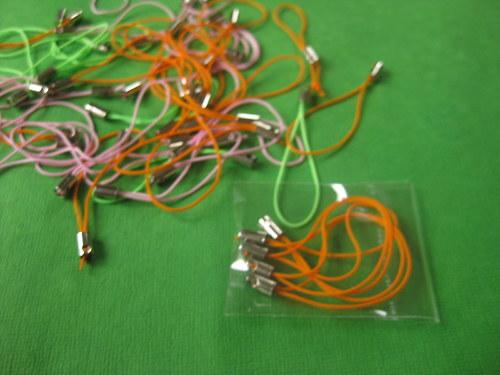 oranžová poutka na telefon/přívěšek