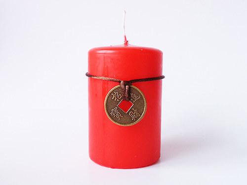 Velká svíčka s 1 mincí červená