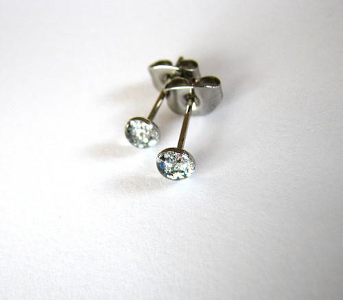 Stříbrný třpyt...mini chir.oceli 4mm antialergenní