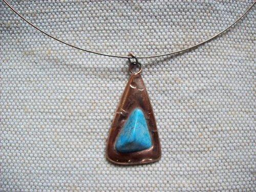 Kovový šperk s tyrkysem
