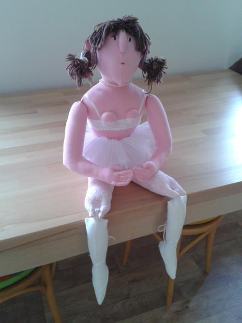 Baletka Lenka ( 40 cm vysoká sedící + 40 cm nohy)