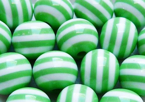 Plastové korálky pruhované 8 mm - zelená / 5 ks