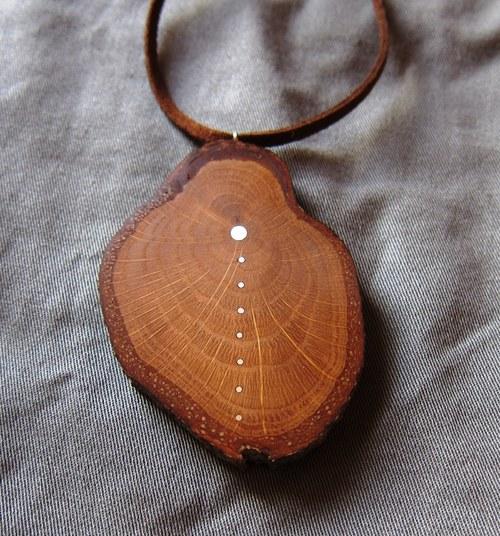 náhrdelník z dubu zdobený stříbrem