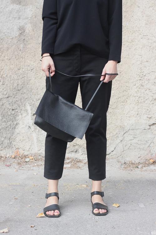 Kožená minimalistická kabelka, černá
