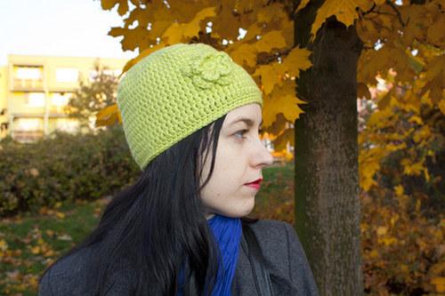 Zimní čepice - zelená s kytičkou