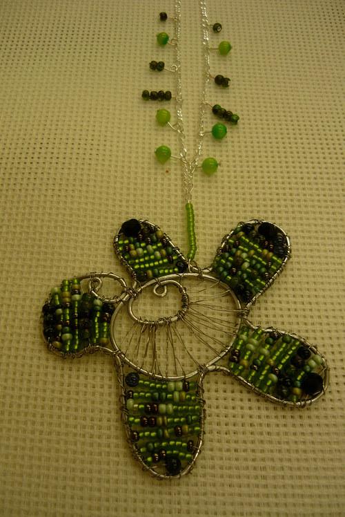 Drátkovaný náhrdelník Kytička zelená