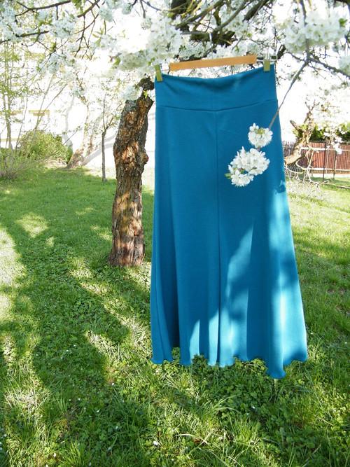 Dlouhá úpletová sukně
