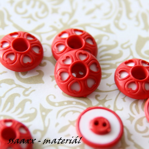 Knoflík se srdíčky - červená/bílá