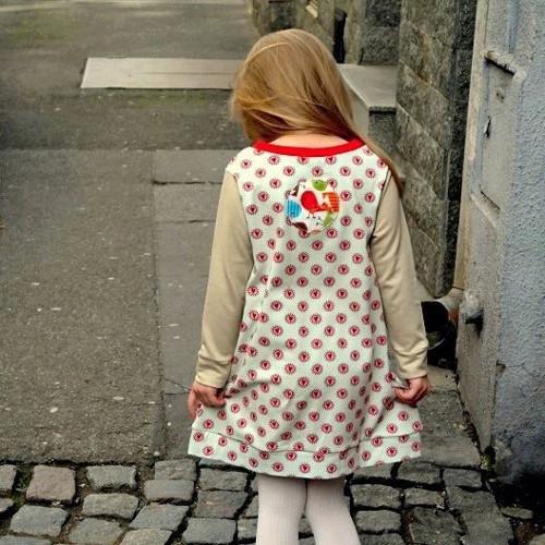 Dívčí úpletové šatičky