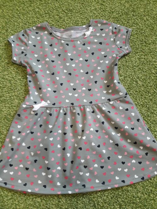 Srdíčkové šaty