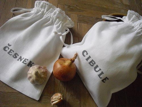 Pytlíky na cibuli a česnek.