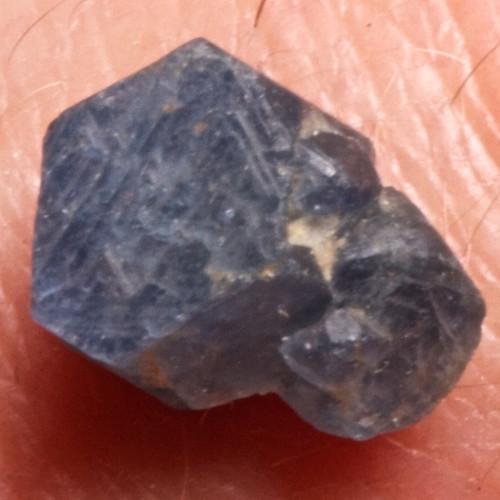 Safír - přírodní krystal, 10 mm