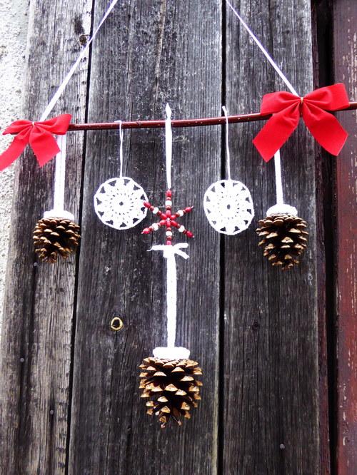 Vánoční šiškový závěs