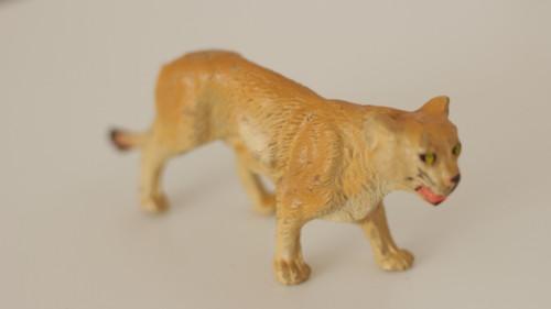 Starožitná hračka, hliněná zvířata Lvice
