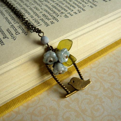 Náhrdelník s přívěskem klícky s ptáčkem a kvítky