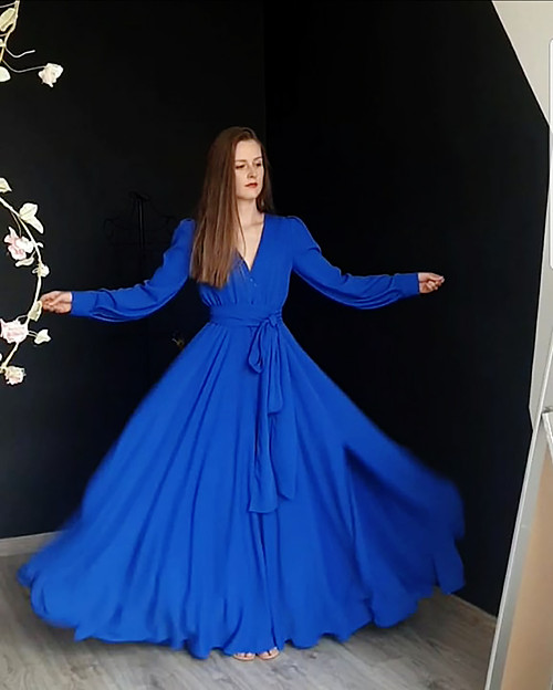 Dlouhé šaty na svinovací styl s dlouhými rukávy rů