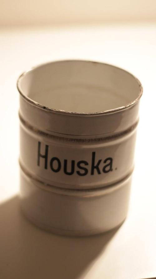 Smaltovaná dóza Houska