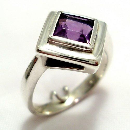 Prsten «Okínko»- stříbro 925/1000 přírodní ametyst