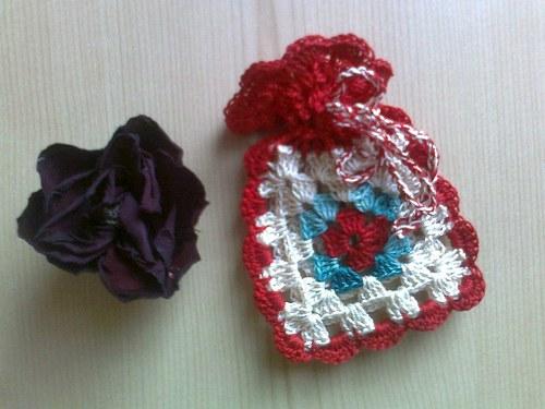 Háčkovaný mini pytlíček