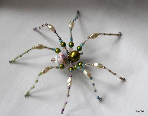 Pavouček pro arachnofobiky:-) pastelově duhový