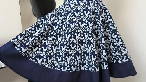 sukně dokola s holoubky a lemem modrotisková