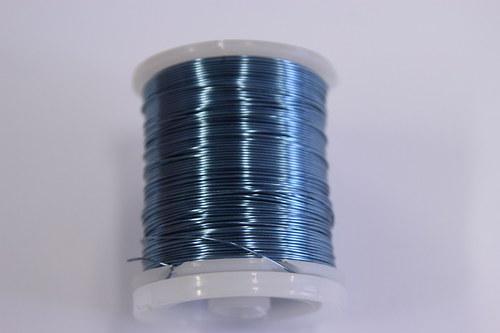 Měděný drátek 0,5mm - sv.modrá, návin 19-21m