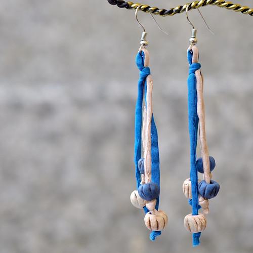 Béžovo-modré náušnice hedvábí-keramika