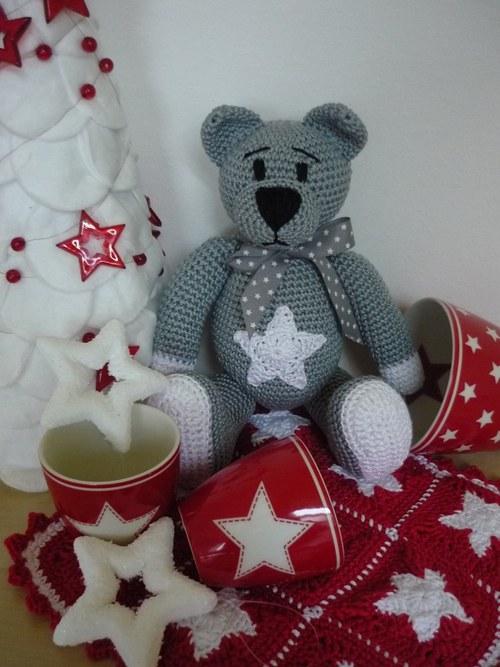 Háčkovaný medvídek šedý s hvězdičkou, mašličkou GG