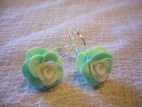 Náušnice-mentolové růžičky na uzavíratelném háčku