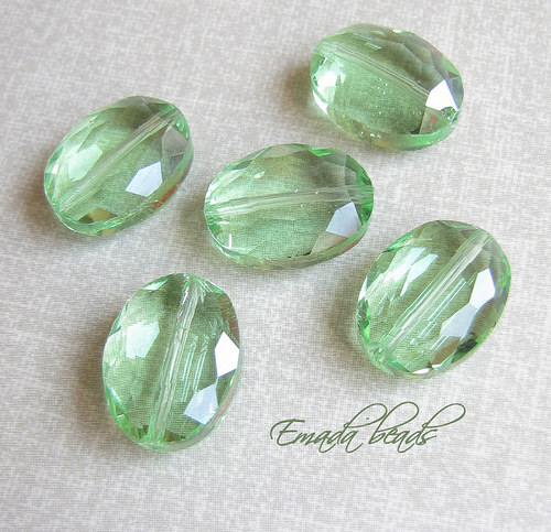 Broušené nugety, zelená 1,6 x 1,3 cm