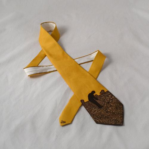 Hedvábná kravata s golfistou hnědo-okrová