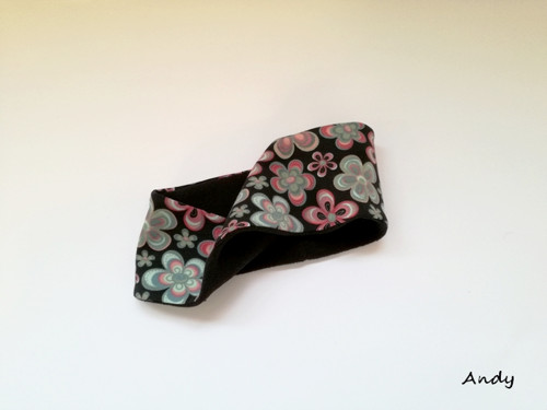 čelenka úpletová zimní - květy na černé