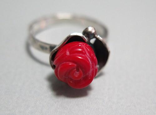 Prsten s růží