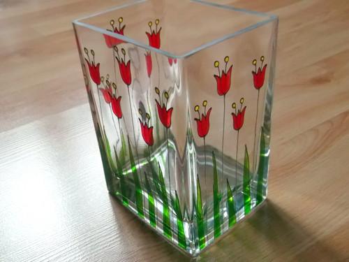 Malovaná skleněná váza - drobné tulipány