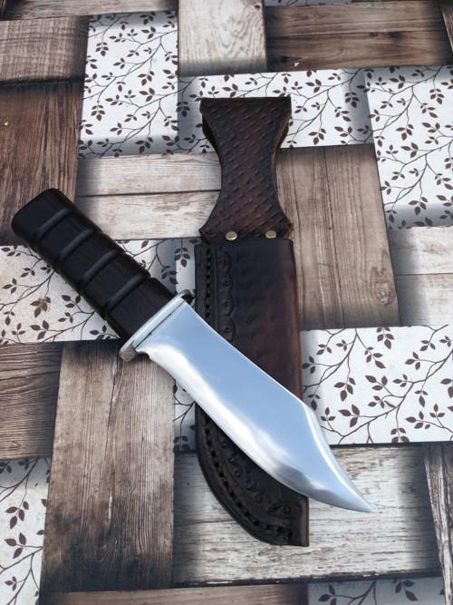 Prodej ručně vyráběného nože