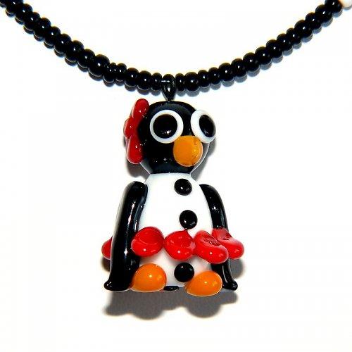 Tučňáčí holka v červené sukni - vinutá perle