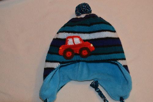 Teplá zimní čepička s autem
