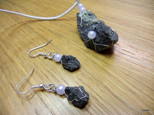 Čedičovo-olivínová s perličkami (svatební?)