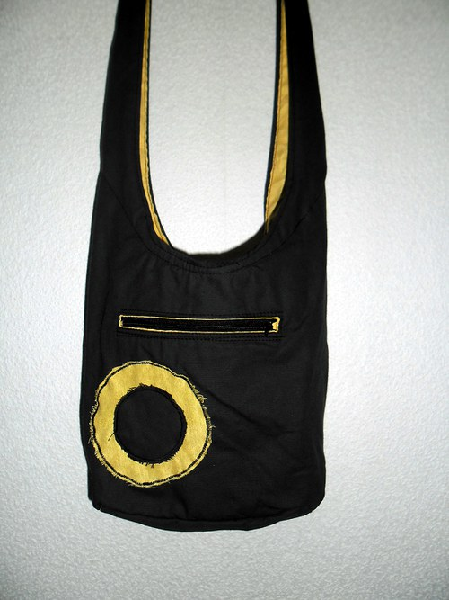 Kaki taška se žlutým kroužkem