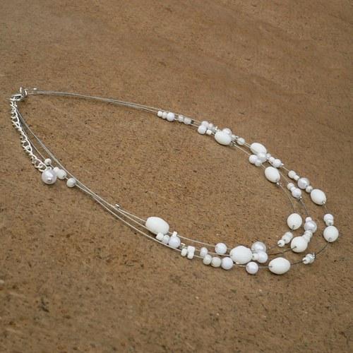 Bílý dětský náhrdelník