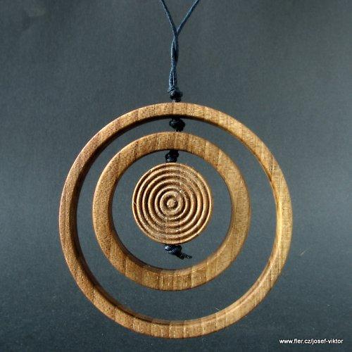 ENIGMA ii dřevěný přívěsek