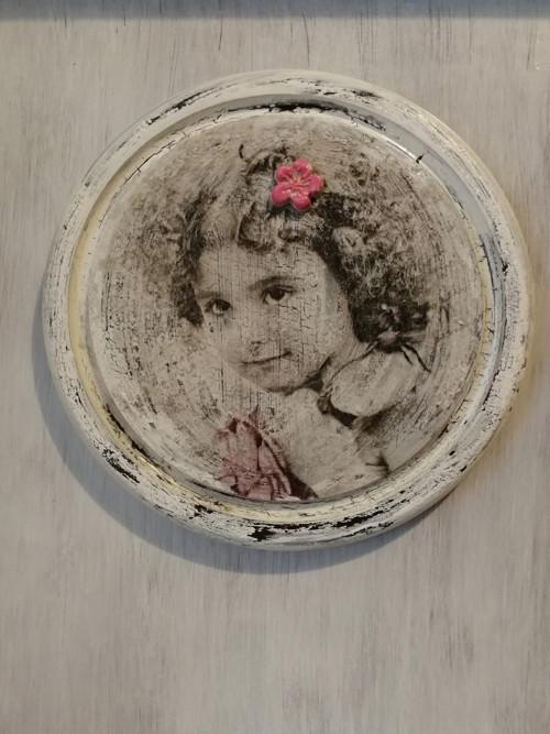 Dívka s růží..