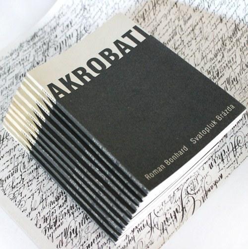 ručně šitá divadelní hra AKROBATI
